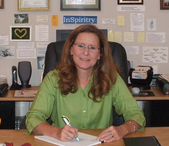 anne_writing_at_desk_closeup_1